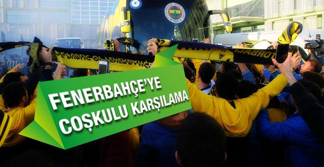 Fenerbahçe'li taraftarlardan çoşkulu karşılama
